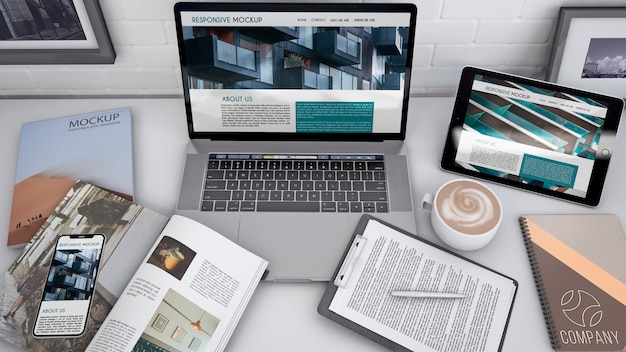 Workspace mockup with computer Free Psd