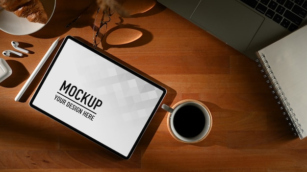 Workspace with digital tablet mockup with mug Premium Psd