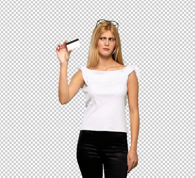 Young blonde woman with troubled holding broken smartphone Premium Psd