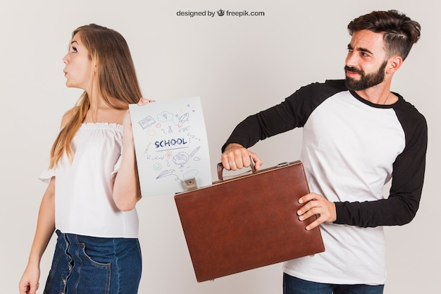 Young couple with briefcase and paper Free Psd