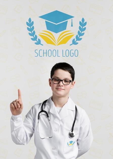 Giovane medico rivolto verso l'alto Psd Gratuite
