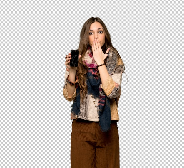 Young hippie woman with troubled holding broken smartphone Premium Psd