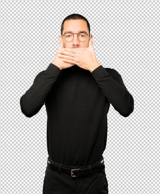 彼の手で彼の口を覆う若い男 Premium Psd