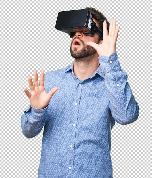 Young man looking through a virtual reality glasses Premium Psd