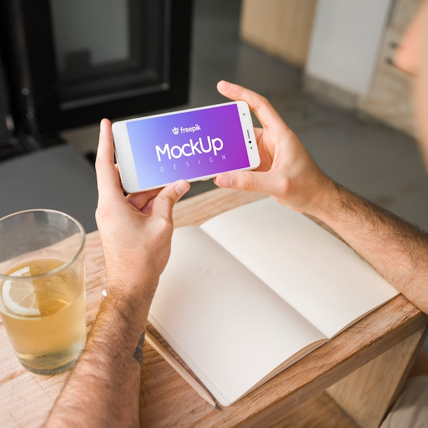 Young man with a smartphone mockup Free Psd