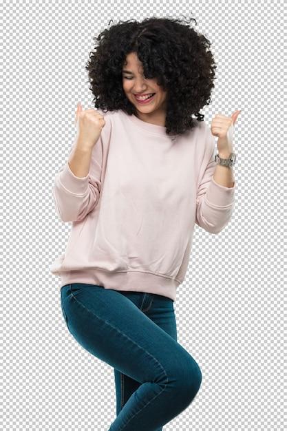 Молодая женщина смеется и делает жест победителя Premium Psd