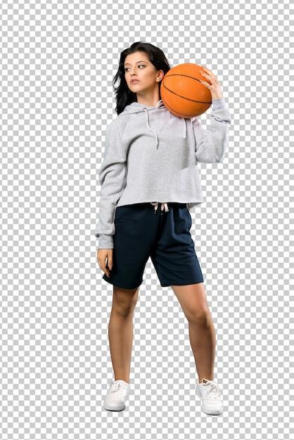 Young woman playing basketball Premium Psd