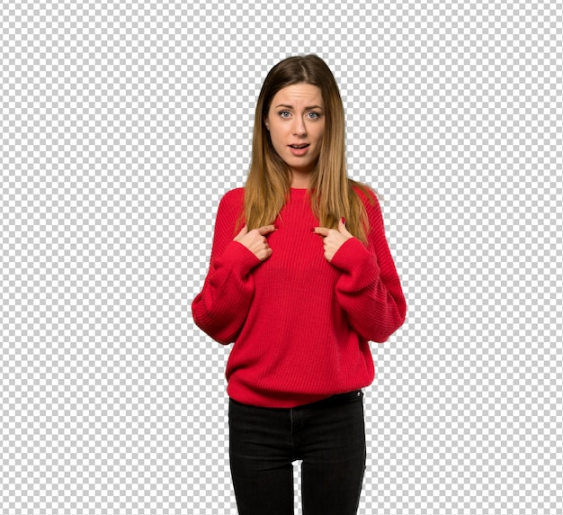 Young woman with red sweater with surprise facial expression Premium Psd