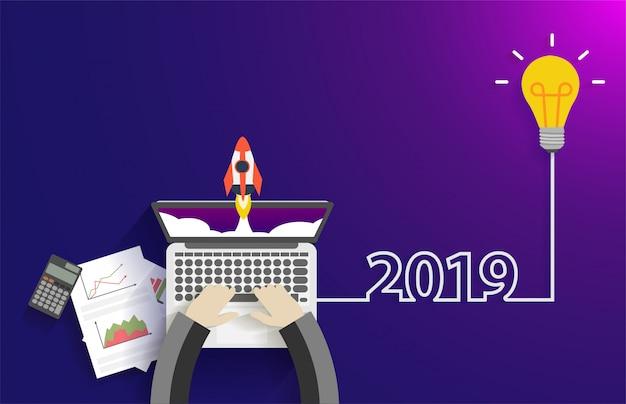 Креативная идея лампочки 2019 новогодняя концепция идеи стартапа Premium векторы