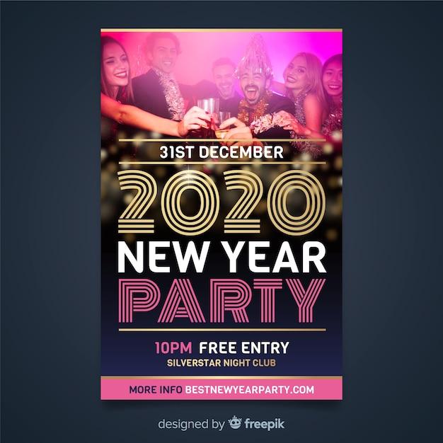 Шаблон флаера на новый год 2020 и людей на вечеринке Бесплатные векторы