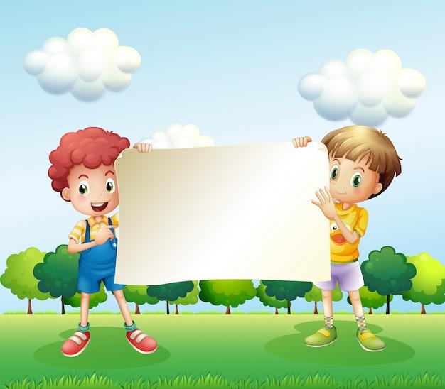 空の看板を持っている2人の男の子 無料ベクター