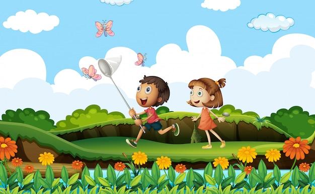 2人の子供が公園で蝶をキャッチ 無料ベクター