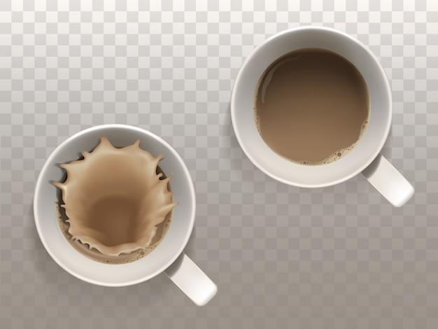 コーヒー、液体スプラッシュ、半透明のバックグラウンドで隔離されたトップビューの2つのカップで現実的なセット 無料ベクター