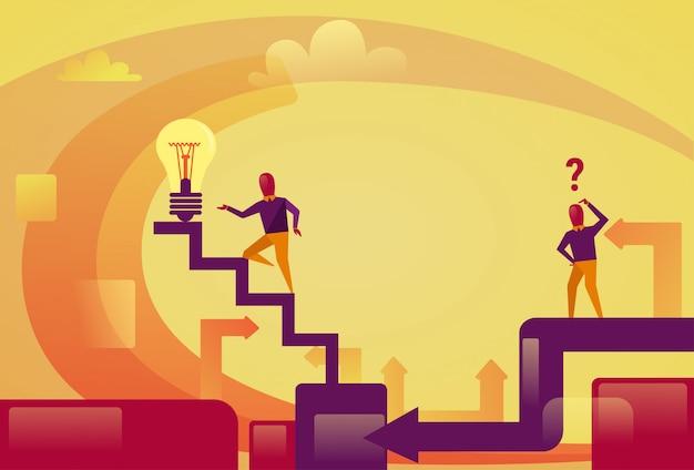 電球に2階を歩く成功したビジネスマン新しいアイデア革新コンセプト Premiumベクター