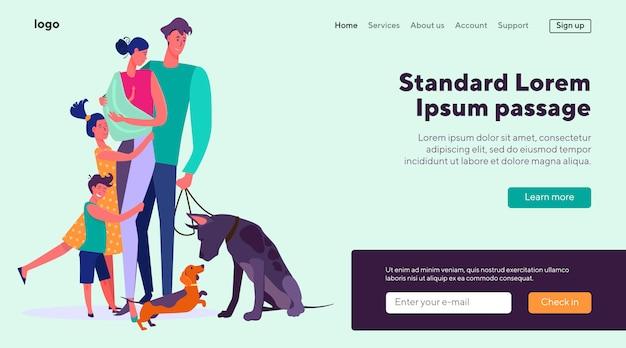 彼らの子供と2匹の犬と一緒に立っている幸せなカップル 無料ベクター