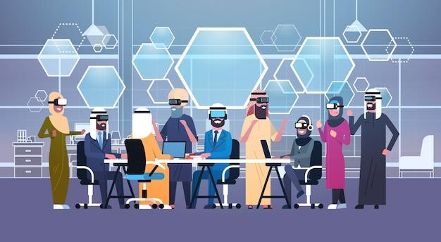 オフィスでの会議中に3 dメガネを身に着けているアラブのビジネス人々のグループ Premiumベクター