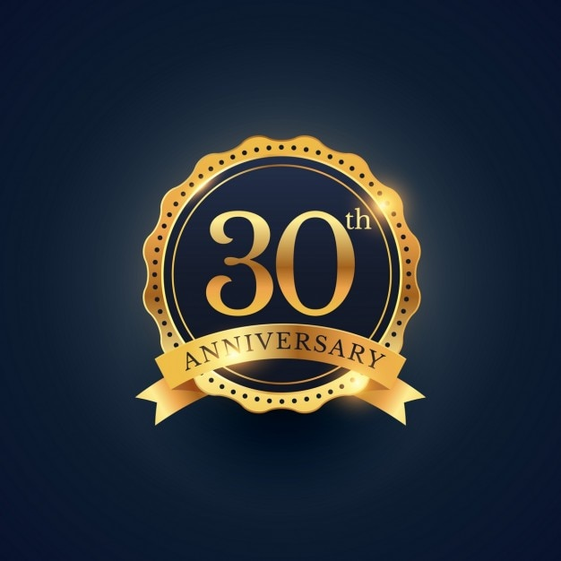 黄金色の30周年のお祝いバッジのラベル 無料ベクター
