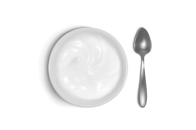 Ложка и тарелка 3d иллюстрация каши, йогурта или сметаны на завтрак. Бесплатные векторы