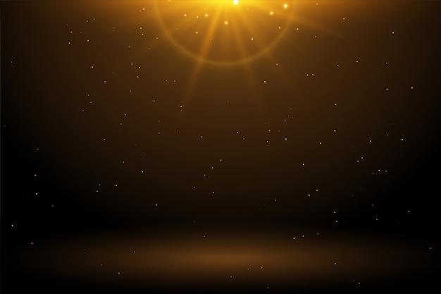 輝く空の背景を持つ黄金の光フレア 無料ベクター