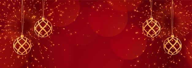 輝きと黄金のボールと赤いクリスマスバナー 無料ベクター