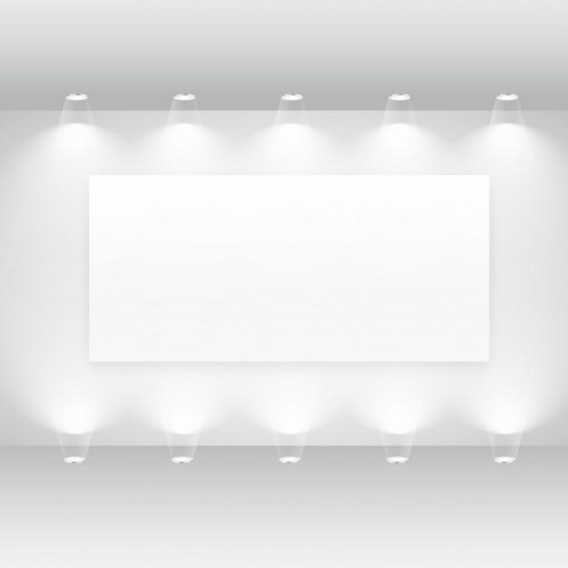 空のフレームとライトが付いているギャラリーのインテリア 無料ベクター