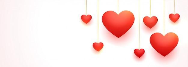 Прекрасные висячие красные любовные сердца с пространством для текста Бесплатные векторы