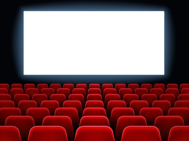 映画館での映画プレミアイベント。空の赤い席のベクトルの背景を持つ暗い映画ホールインテリアで映画館の白い空白の画面 Premiumベクター
