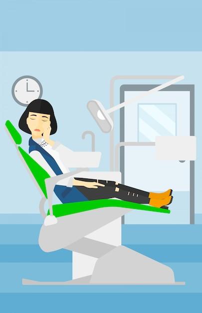 Женщина страдает в стоматологическом кресле. Premium векторы