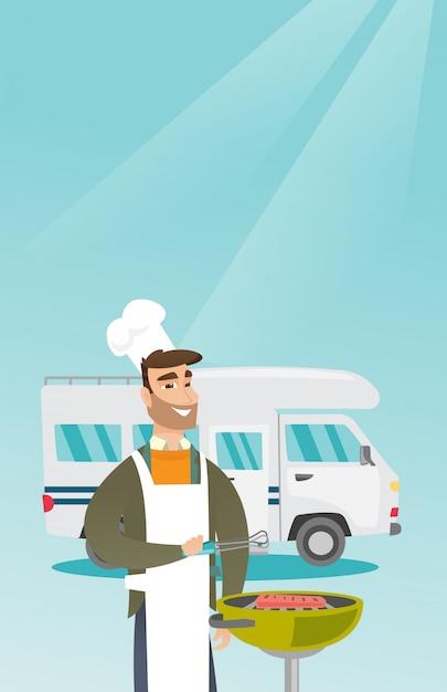 キャンピングカーの前で若い男バーベキュー肉。 Premiumベクター