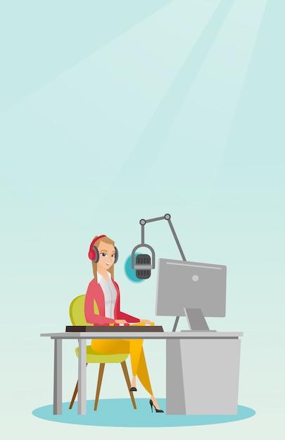 Женский диджей работает на радио Premium векторы