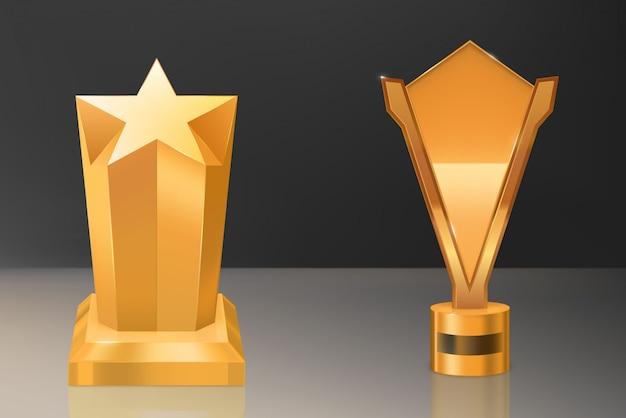 Кубок, золотой трофей на постаменте с табличкой Бесплатные векторы
