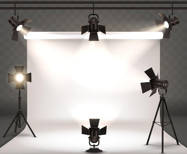 Прожекторы реалистичные иллюстрации с теплым светом Бесплатные векторы