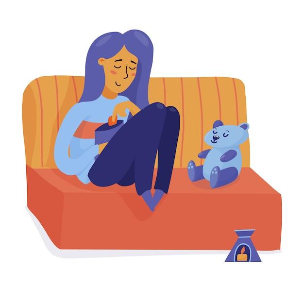 笑顔の女の子、テディベアとソファでリラックス、チップを食べて、一人で幸せな女性 Premiumベクター