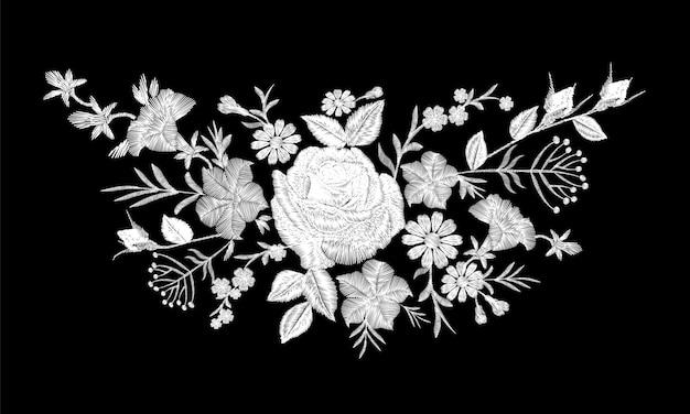 花のモノクロの白いバラ刺繍のネックラインの配置。ビンテージのビクトリア朝の花飾りファッション繊維装飾。黒のステッチテクスチャイラスト Premiumベクター
