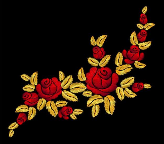 金色の刺繍の赤いバラ。ファッションパッチ装飾ステッカー。 Premiumベクター