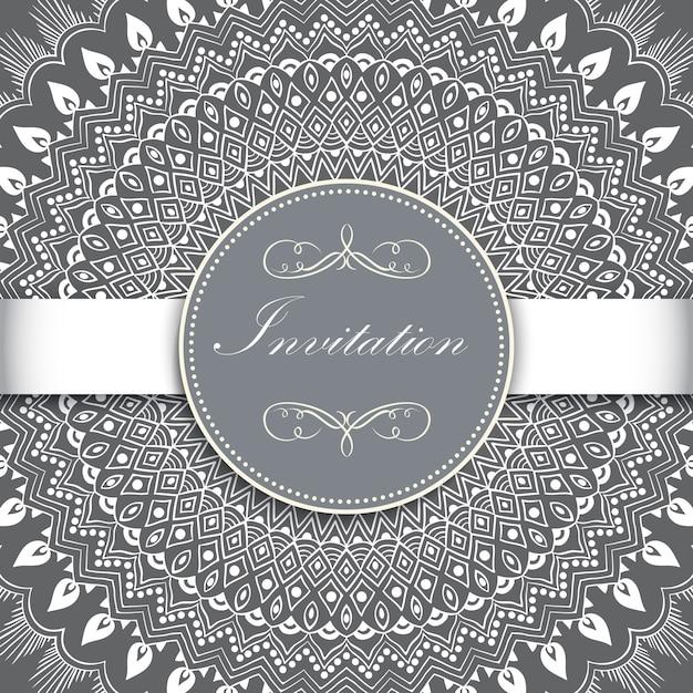アラベスクの要素を持つ装飾的なラウンドレースの結婚式の招待状と発表カード。 無料ベクター