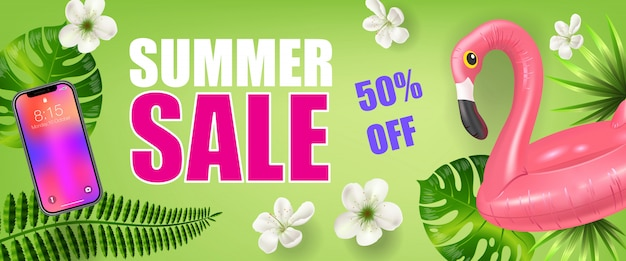 Летняя распродажа на пятьдесят процентов от баннера с пальмовыми листьями, смартфоном и надувным фламинго Бесплатные векторы