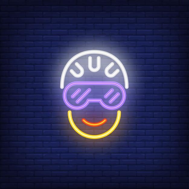 Голова велосипедиста в шлеме и очках неоновый знак Бесплатные векторы