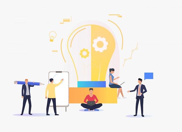 Лампочка, люди работают и учатся Бесплатные векторы
