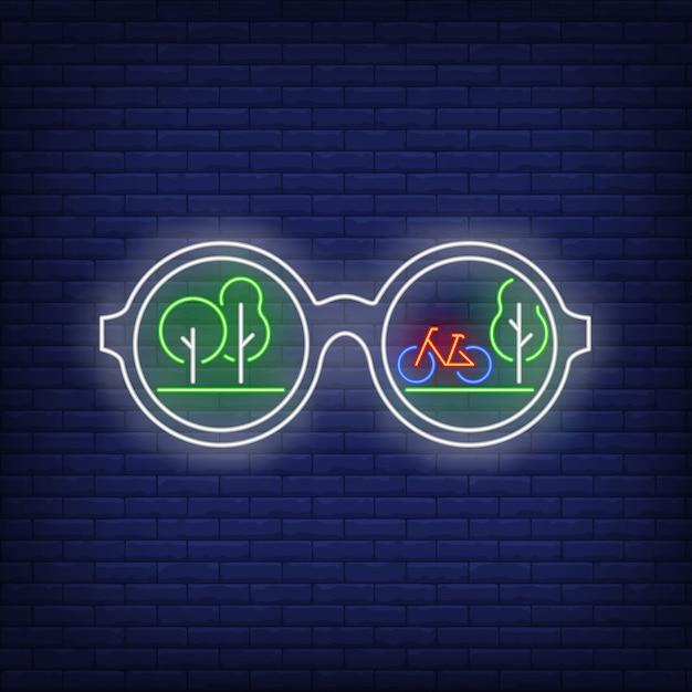 Солнцезащитные очки с зелеными деревьями и отражением велосипеда неоновая вывеска Бесплатные векторы