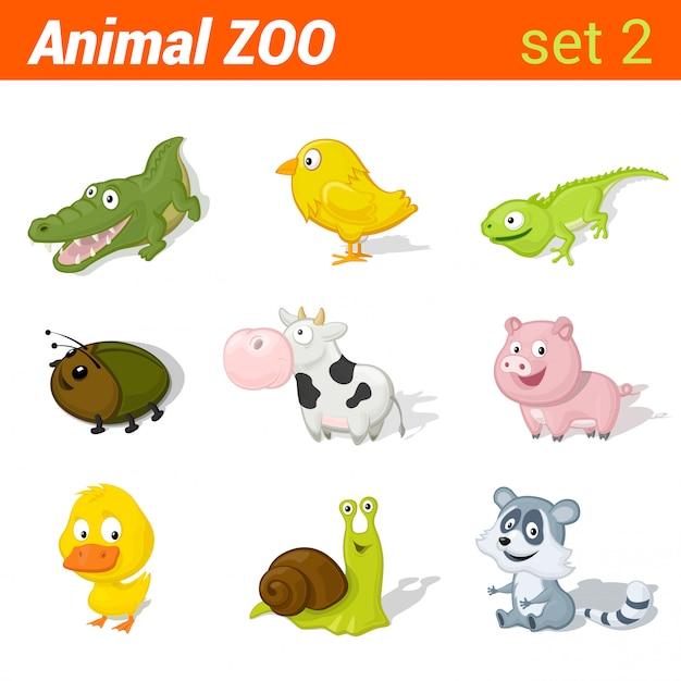 Смешные детские животные значок набор. элементы изучения языка детей. аллигатор, курица, ящерица, жук, корова, свинья, утка, улитка, енот. Premium векторы