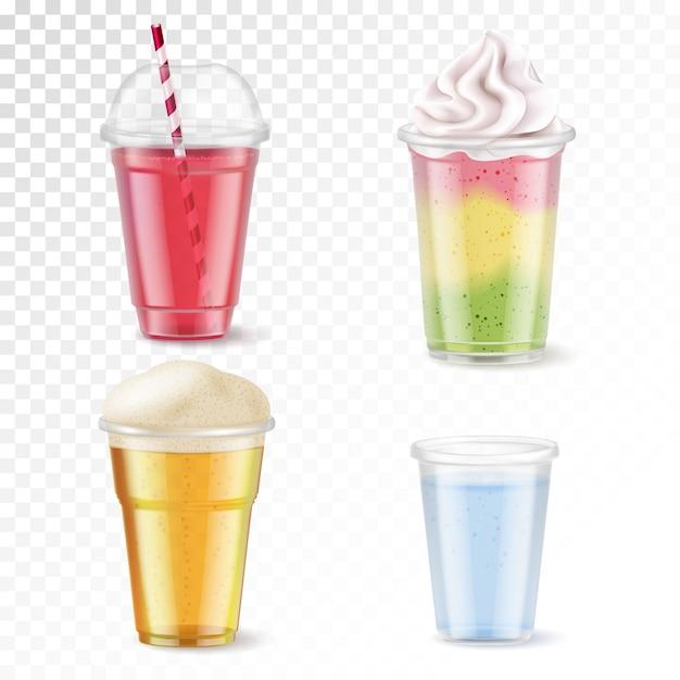 Реалистичный набор из четырех одноразовых пластиковых стаканов с различными напитками, изолированных на прозрачном фоне иллюстрации Бесплатные векторы