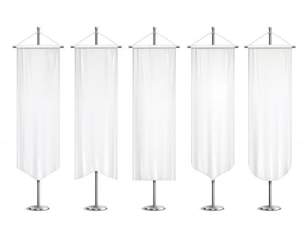 Пустой белый макет вымпелы флаги баннеры, висящие на стойке полюса реалистичный набор иллюстрации Бесплатные векторы