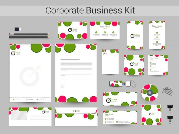 緑とピンクのサークルを持つ企業向けビジネスキット。 Premiumベクター
