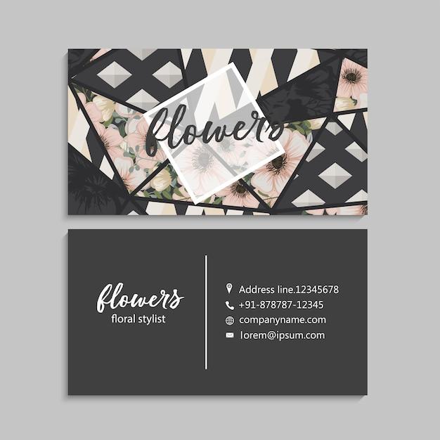 Темная визитная карточка с красивыми цветами и геометрическими элементами. Бесплатные векторы