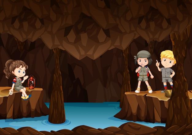 洞窟を探索する子供たち Premiumベクター
