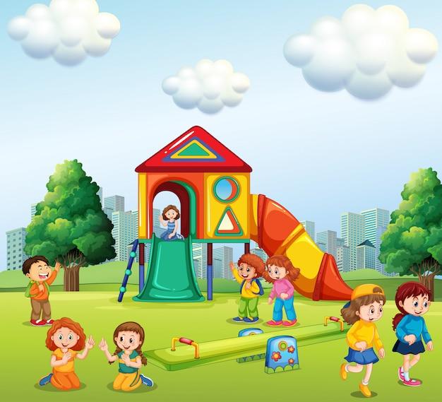 Дети играют на детской площадке Бесплатные векторы