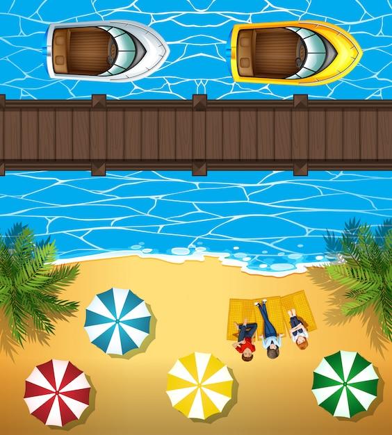Люди на пляже и лодки в море Бесплатные векторы