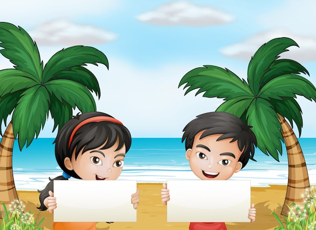 空の看板とビーチで二人の愛らしい子供 無料ベクター
