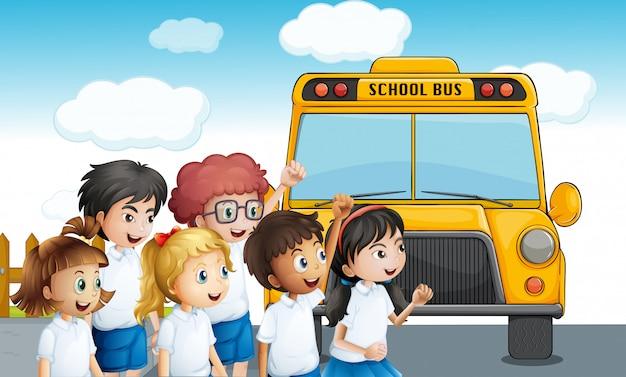 Молодые студенты ждут школьного автобуса Бесплатные векторы